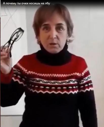 А почему ты очки носишь на лбу